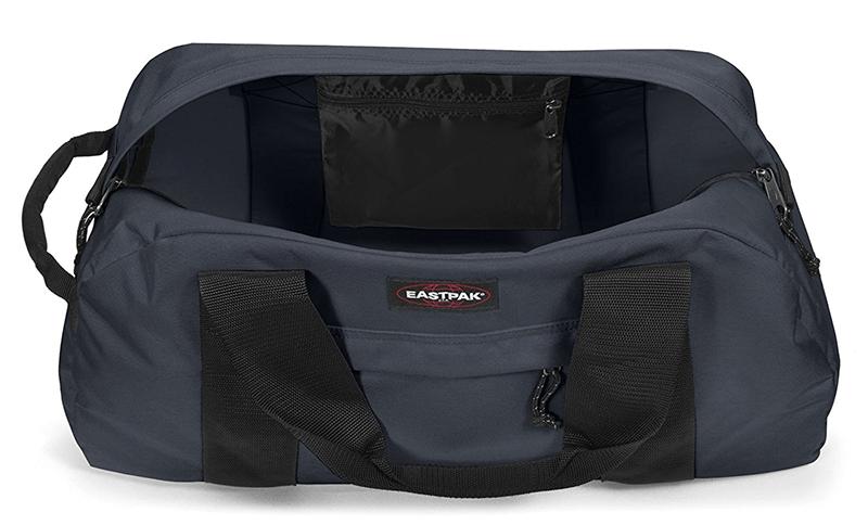 Dans la besace Eastpak, deux poches zippées permettent de ranger les petits objets en toute sécurité.