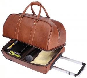 La valise vintage proposé par Leathario, toute en cuir, a une cacacité de rangeemnt très importante.